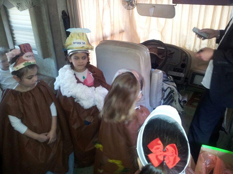 אלפי ילדים נהנו בסדנת חג השבועות