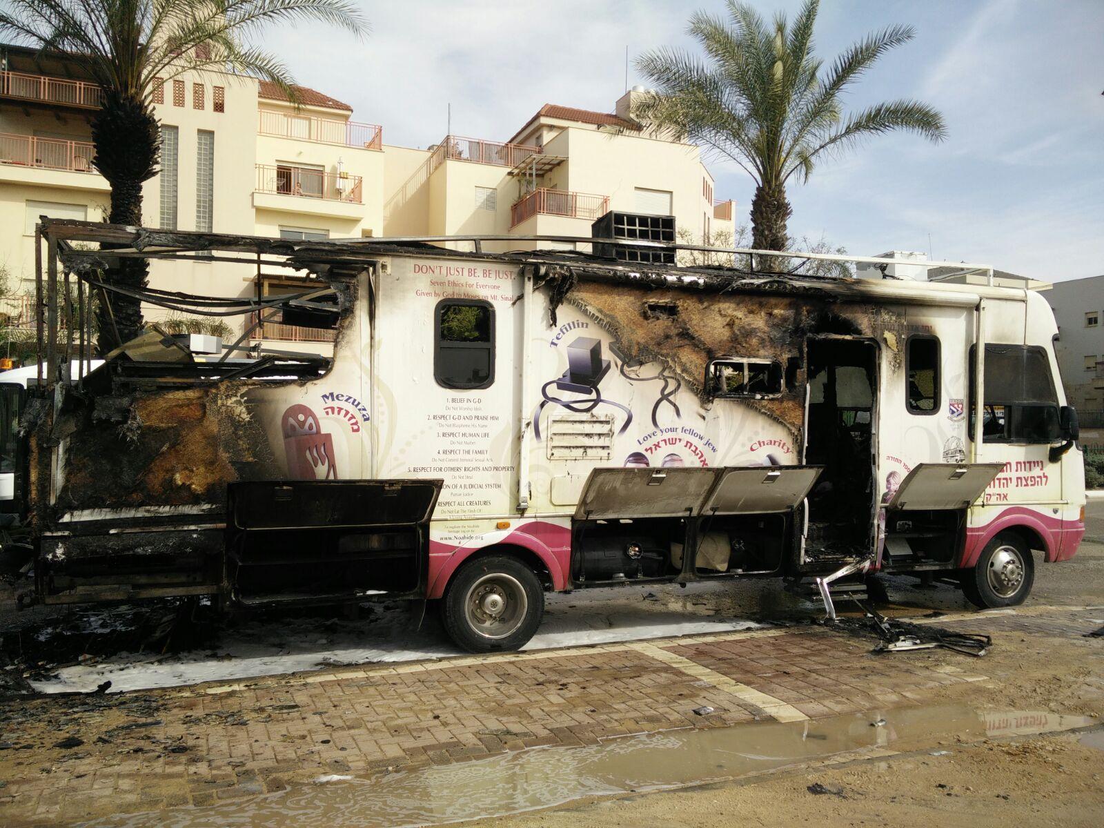 """טנק של ניידות חב""""ד נשרף במהלך פעילות בנס אין נפגעים בנפש"""